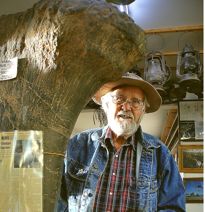 Moab Dinosaur Hunter: If It Desn't Walk, If It Doesn't Talk, Lin Ottinger Finds It